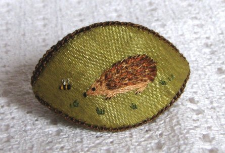 A thimble holder called a pipkin, about two inches long